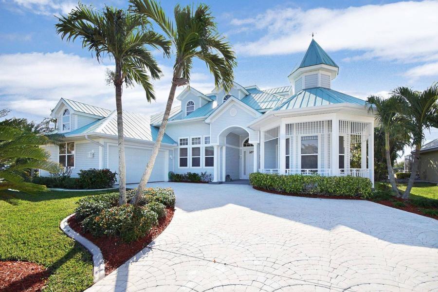 Brilliant Villa Hemingway Vacation Rentals In Cape Coral Florida Home Interior And Landscaping Spoatsignezvosmurscom