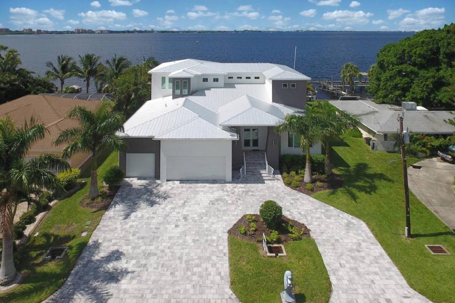 Prime Villa Grand River Vacation Rentals In Cape Coral Florida Home Interior And Landscaping Spoatsignezvosmurscom